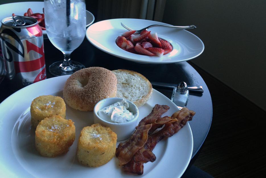 041013_01_breakfast