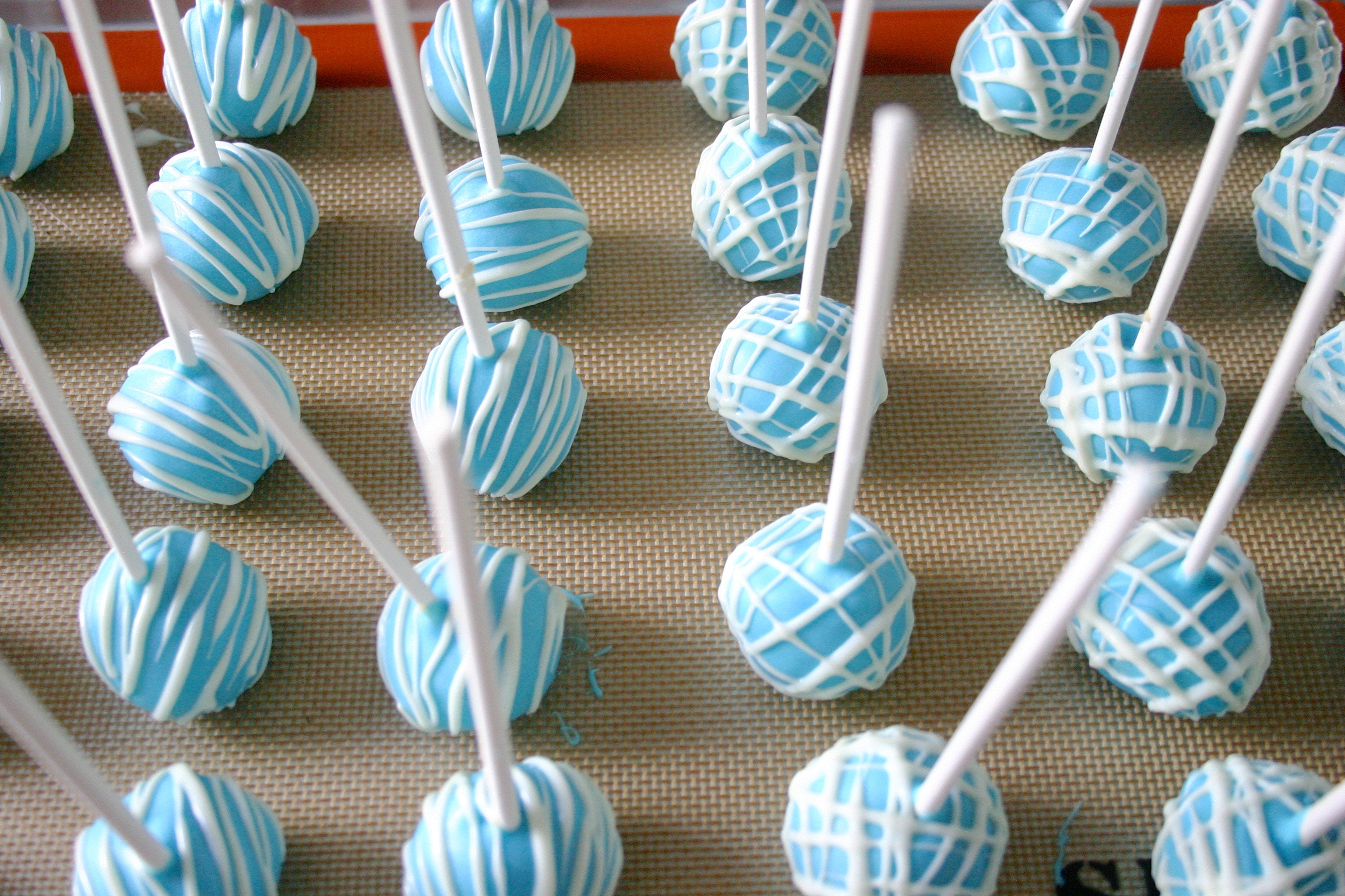 Images Of Decorated Cake Pops : Jesicakes: Cake Pops