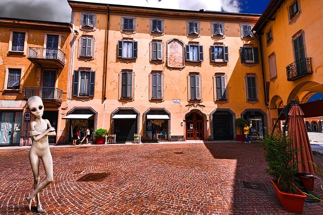 An alien in Vigevano