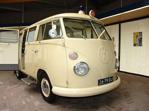 26-79-DJ Volkswagen Transporter Ambulance 1966