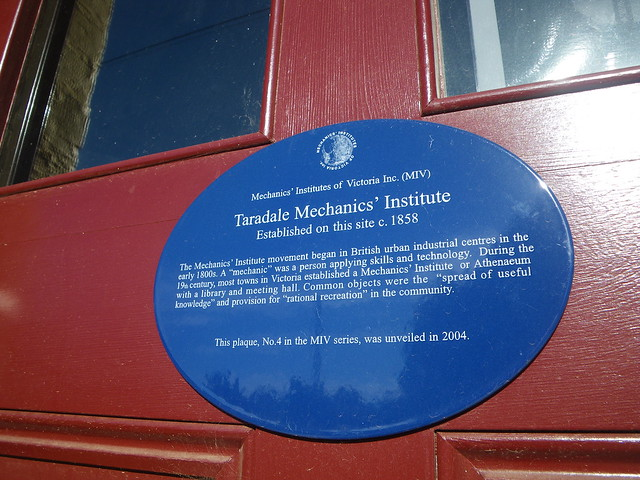Photo of Taradale Mechanics' Institute blue plaque