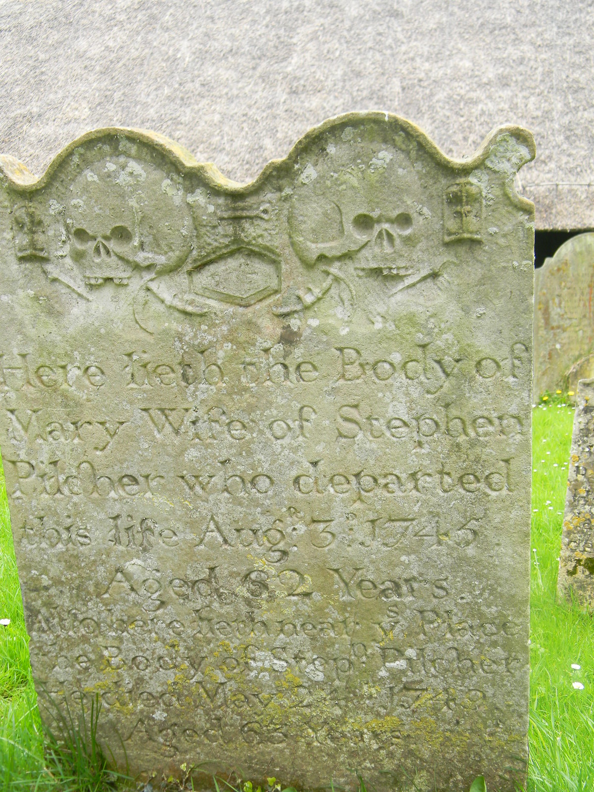 Old gravestones Littlebourne Bekesbourne Circular Thatched roof behind.