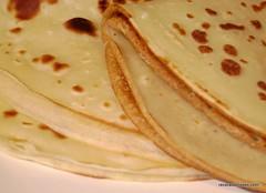 bread(0.0), palatschinke(0.0), baked goods(0.0), roti(0.0), roti canai(0.0), crãªpe(0.0), meal(1.0), breakfast(1.0), pannekoek(1.0), flatbread(1.0), tortilla(1.0), food(1.0), piadina(1.0), dish(1.0), cuisine(1.0), pancake(1.0),