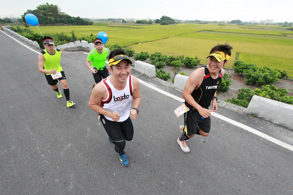 [2014田中馬拉松] 評價五星的天堂賽事!人情味爆表的加油團,補給美食無上限,肥2公斤回家