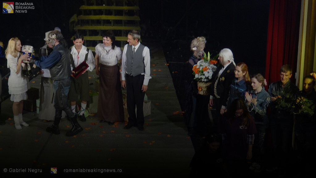 Tetrul_Nottara_si-a_ridicat_oficial_cortina_Trupa_Teatrului_Ginta_Latina_din_Chosinau (14)