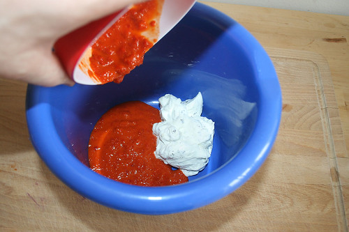 25 - Creme legere & Ajvar in Schüssel geben / Put creme legere & ajvar to bowl