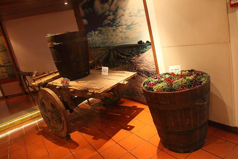 Grapes-in-Barrel