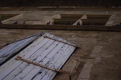 Window shutter and pigeons - Photo of Nizas