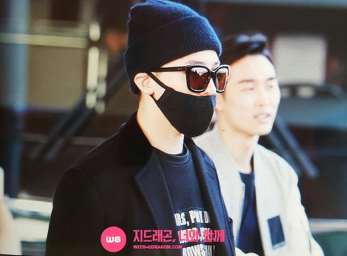 Big Bang - Incheon Airport - 10apr2015 - G-Dragon - With G-Dragon - 01