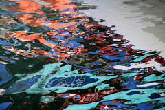 water reflection - couleurs à la surface de l'eau