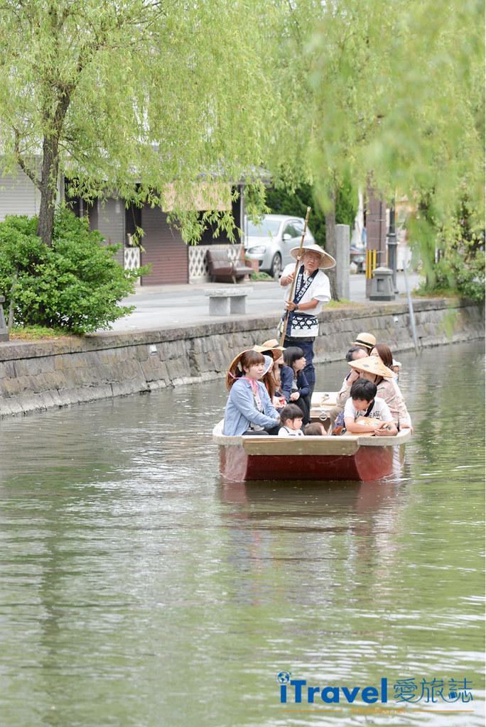 《福冈游船体验》柳川の川下り泛舟,从福冈前往近郊水乡体验平稳的绕城泛舟乐趣。