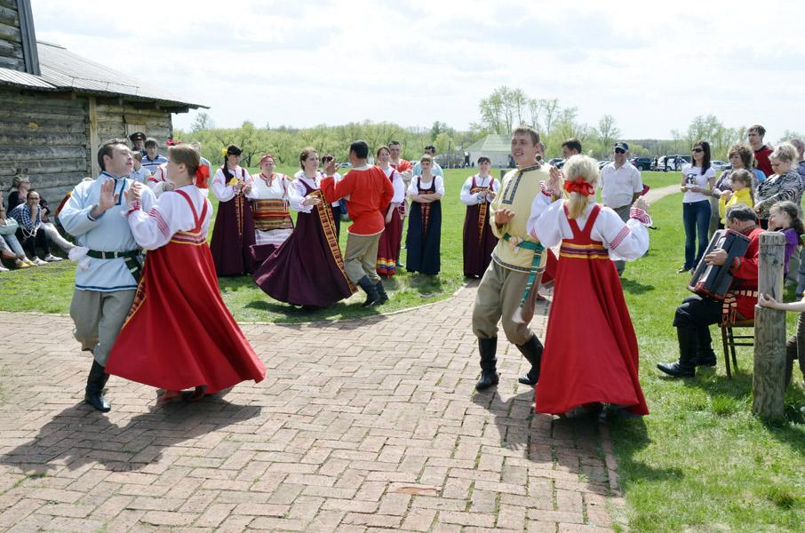 Танцы фольклорного коллектива Тарханские посиделки