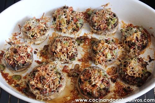 Champiñones rellenos de espárragos verdes y jamón www.cocinandoentreolivos (15)
