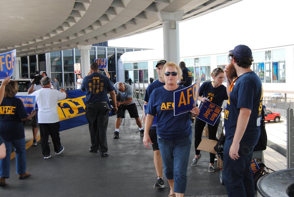 TSA Officers Rally at Chicago O'Hare International Airport