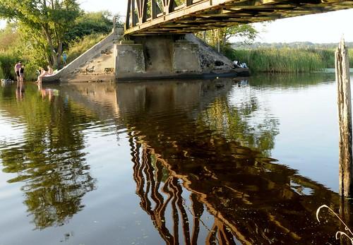 Spiegelbild der alten Eisenbahnbrücke; Norderstapel, Stapelholm (3)
