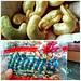 Sumba merupakan penghasil kacang tanah dan kacang mete. Kalau di Jawa untuk setiap polong biasanya berisi 2 biji, maka di Sumba bisa berisi 3-4 biji kacang. Kualitas metenya juga bagus. Dagingnya tebal dan gurih. Keduanya adalah sumber alergen buatku. Set