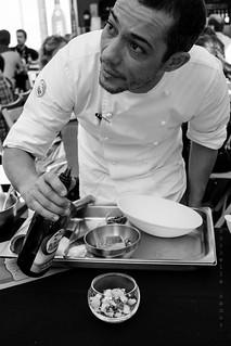 Chef Hugo Nacimento - Lascas, pimentos assados, azeitona e coentros - Prep