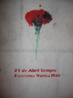 25 de Abril Sempre. Fascismo Nunca Mais. Anniversaire de la Révolution des Oeillets (1974)