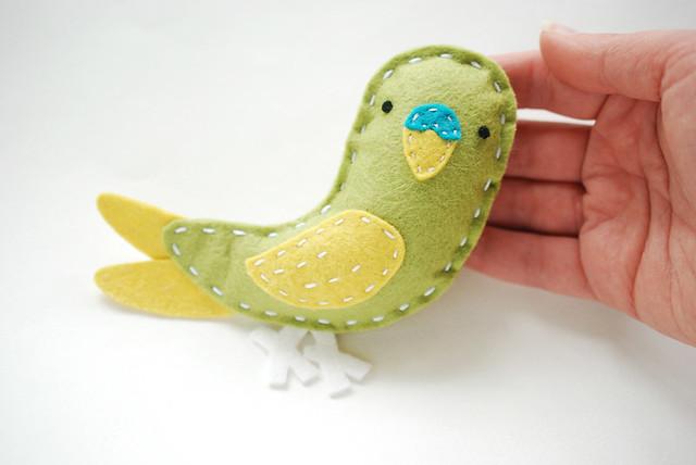 Make a Felt Luna the Parakeet!