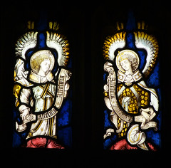 two angels with Alleluia scrolls