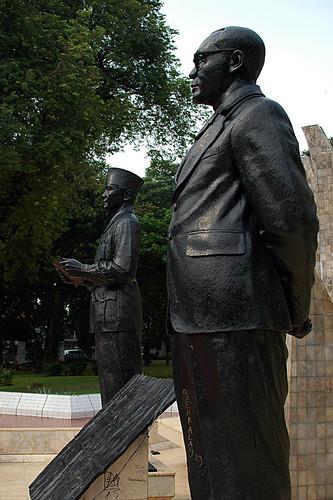 Soekarno-Hatta Monument, Menteng