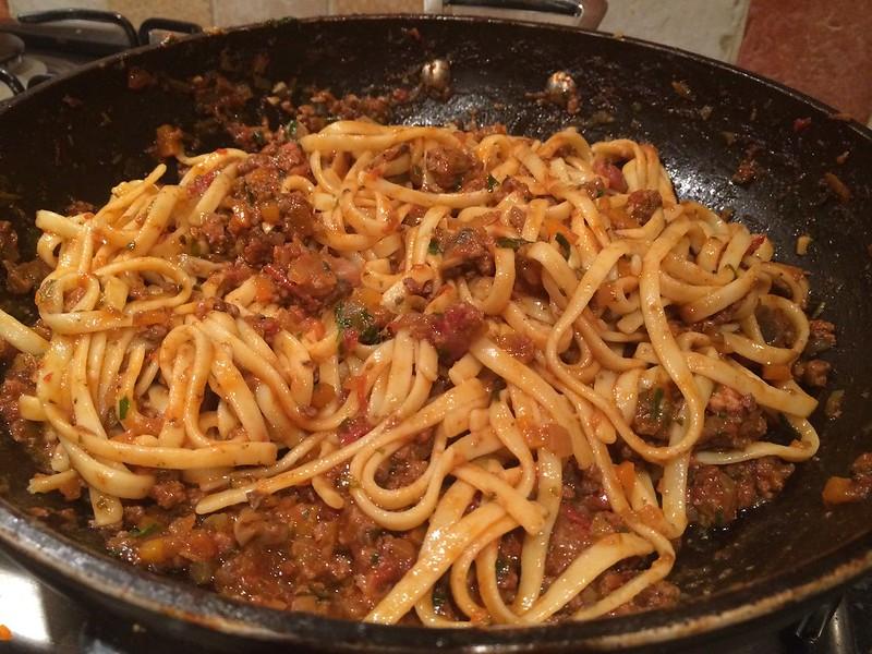 Spaghetti Bolognese :  Combine well