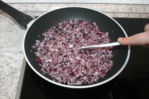 19 - Zwiebel andünsten / Braise onion gently