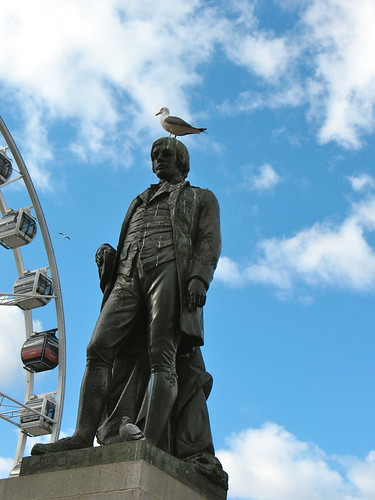 Robert Burns with a seagull on his head (and his feet