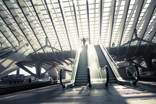 Urban Mythologies : Return of the Hero (Gare de Liège-Guillemins) -Photo : Gilderic