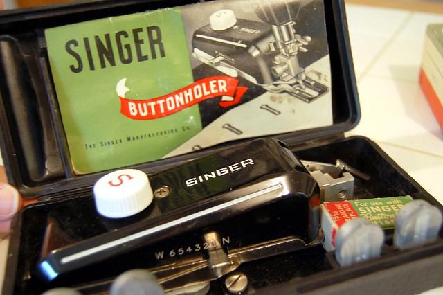 Singer 301 Buttonholer