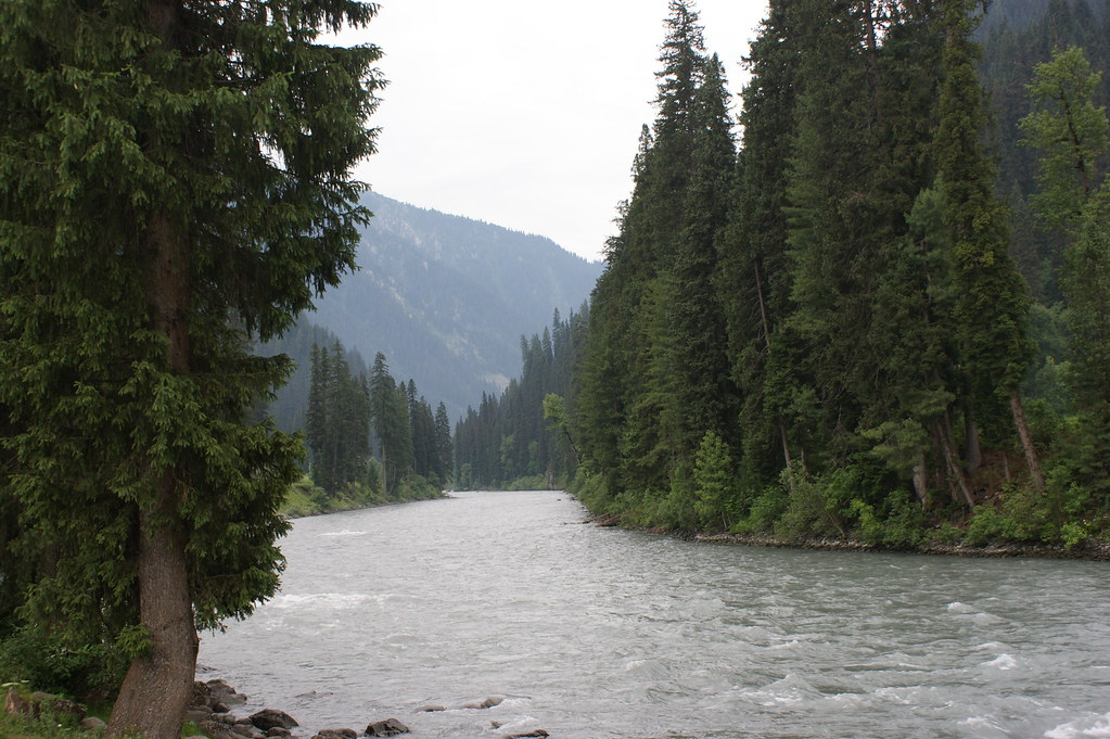 """MJC Summer 2012 Excursion to Neelum Valley with the great """"LIBRA"""" and Co - 7595810422 2160982fe3 b"""