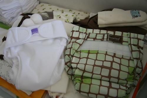 今年新的媽媽包特別強調環保,附了好幾件可重覆使用的尿布