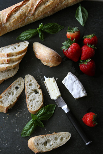 Crostini with Brie Cheese, Strawberries, Honey & Basil Recipe