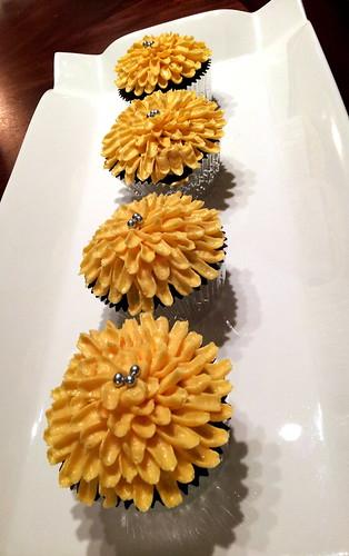 ~ chrysanthemum cupcakes ~
