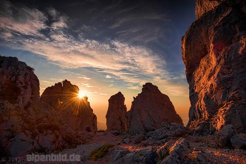 sunset summer cloud sun alps nature rock clouds landscape bayern bavaria evening abend nikon rocks sonnenuntergang sommer natur rocky wolke wolken fels alpen landschaft sonne alpenglow topaz d800 felsen alpenglühen 巴伐利亚 chiemgau felsig aschau chiemgaueralpen alpengluehen 阳 chiemgaualps d800e nikond800e alpenbildde