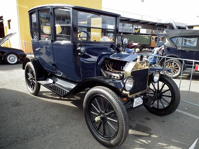 1916 Ford Model T centre door sedan