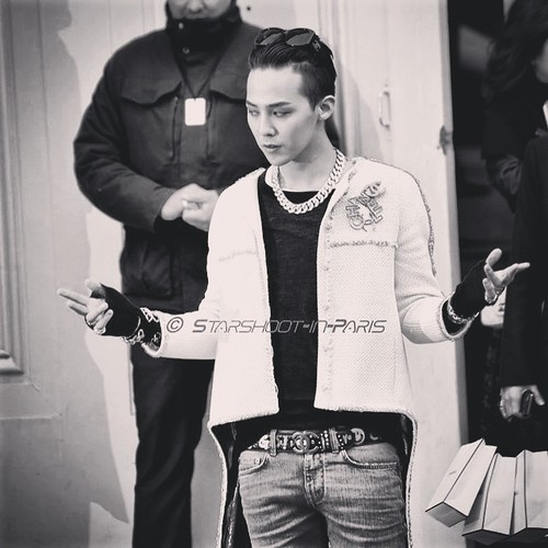 G-Dragon - Chanel Fashion Show - 27jan2015 - starshootinparis - 08