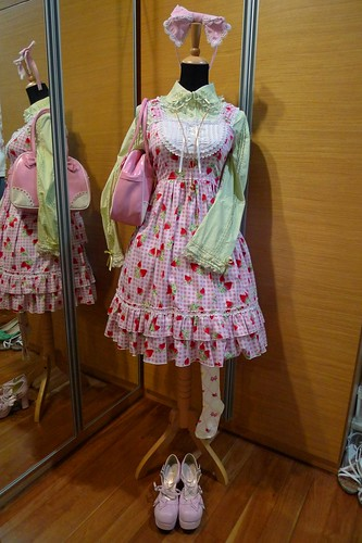 Mannequin Snap: Sweet Pink and Green Strawberries