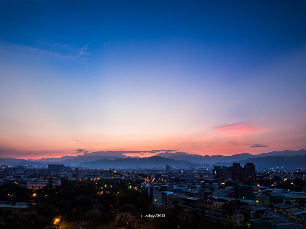 你跟世界一起甦醒,城市很安靜,風吹來森林的味道,充滿了早起的鳥鳴聲。