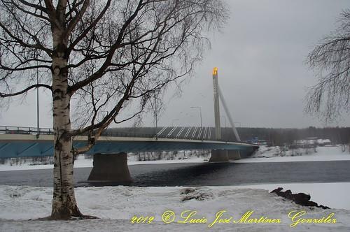 bridge winter snow rio suomi finland river geotagged puente j europa rovaniemi nieve lappland invierno scandinavia finlandia laponia jätkänkynttilä escandinavia luciojosemartinezgonzalez luciokeywordsjosekeywordsmartinezkeywordsgonzalez geo:lat=66503318 geo:lon=257384142500272 lamparadelleñador lamparakeywordsdelkeywordsle