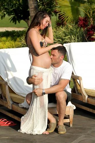 Megan Fox Pregnant Bikini4