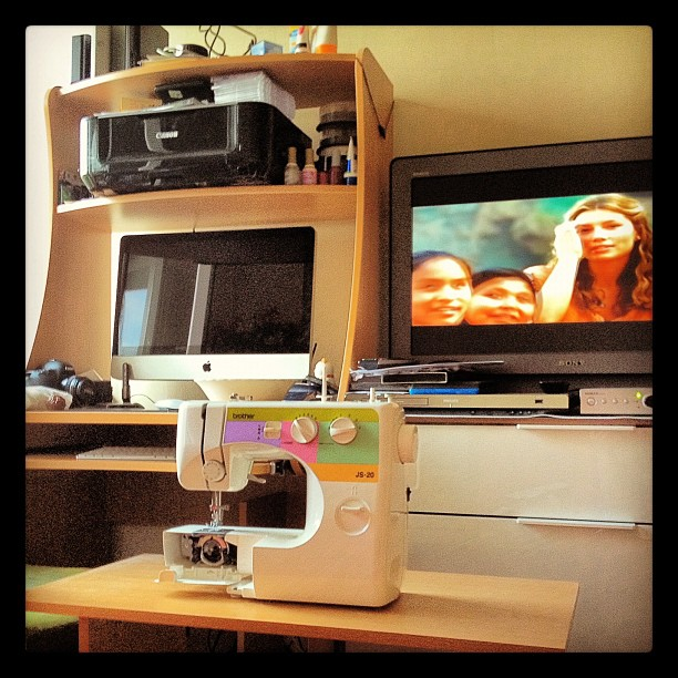 Homework :) купили для мужа (!) игрушку - швейную машинку Brother :)