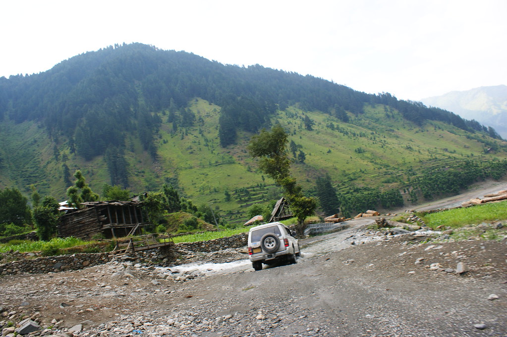 """MJC Summer 2012 Excursion to Neelum Valley with the great """"LIBRA"""" and Co - 7588285704 6b26152950 b"""
