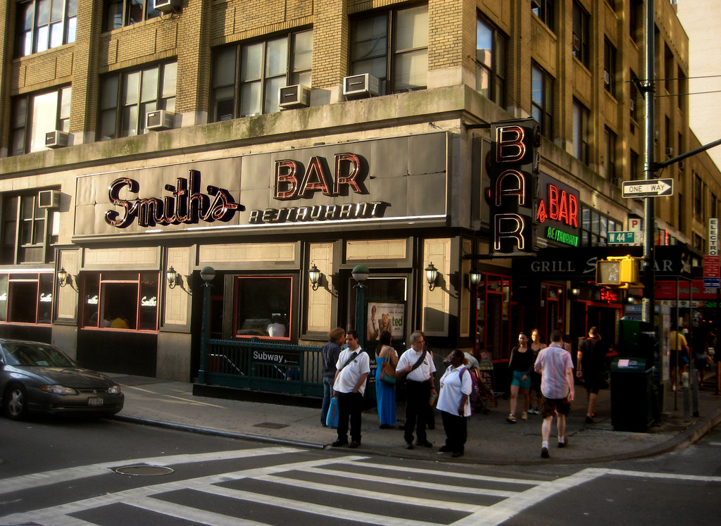 Smiths Bar Restaurant Grill on the corner of 44th Street NYC 9131