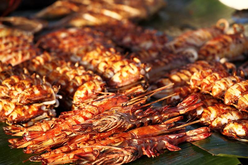 燒烤海鮮、雞翅是主要的熟食