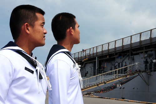 Royal Thai Navy sailors look on as USS Germantown (LSD 42) moors at the Port of Sattahip