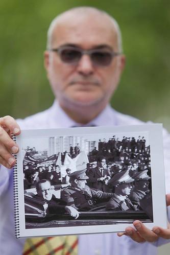 Barcelona, mayo de 2012, la fotografía localizada setenta y cuatro años después, foto de Centelles, el Dr. Negrín, el general Rojo y el gran fotoperiodista Robert Capa. by Octavi Centelles