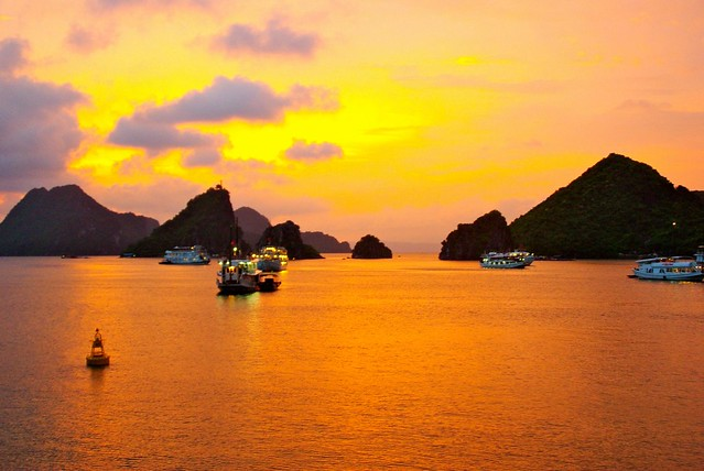 Vietnam - Halong Bay - Sunset - Caroline Eaton