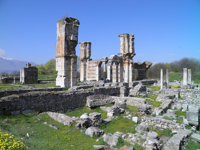 The imposing basilica next to the Forum and its gagantic pillars, also known as Basilica B, Philippi