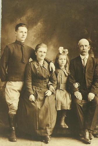 David, Annie Aiken and 2 children (David and Annie II) by midgefrazel